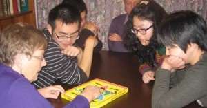 ChineseplaychinesechequerswithhostsHancox (1)